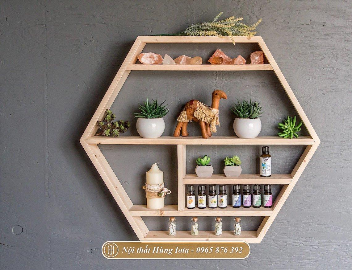Kệ đựng mỹ phẩm spa hình lục giác màu gỗ tự nhiên
