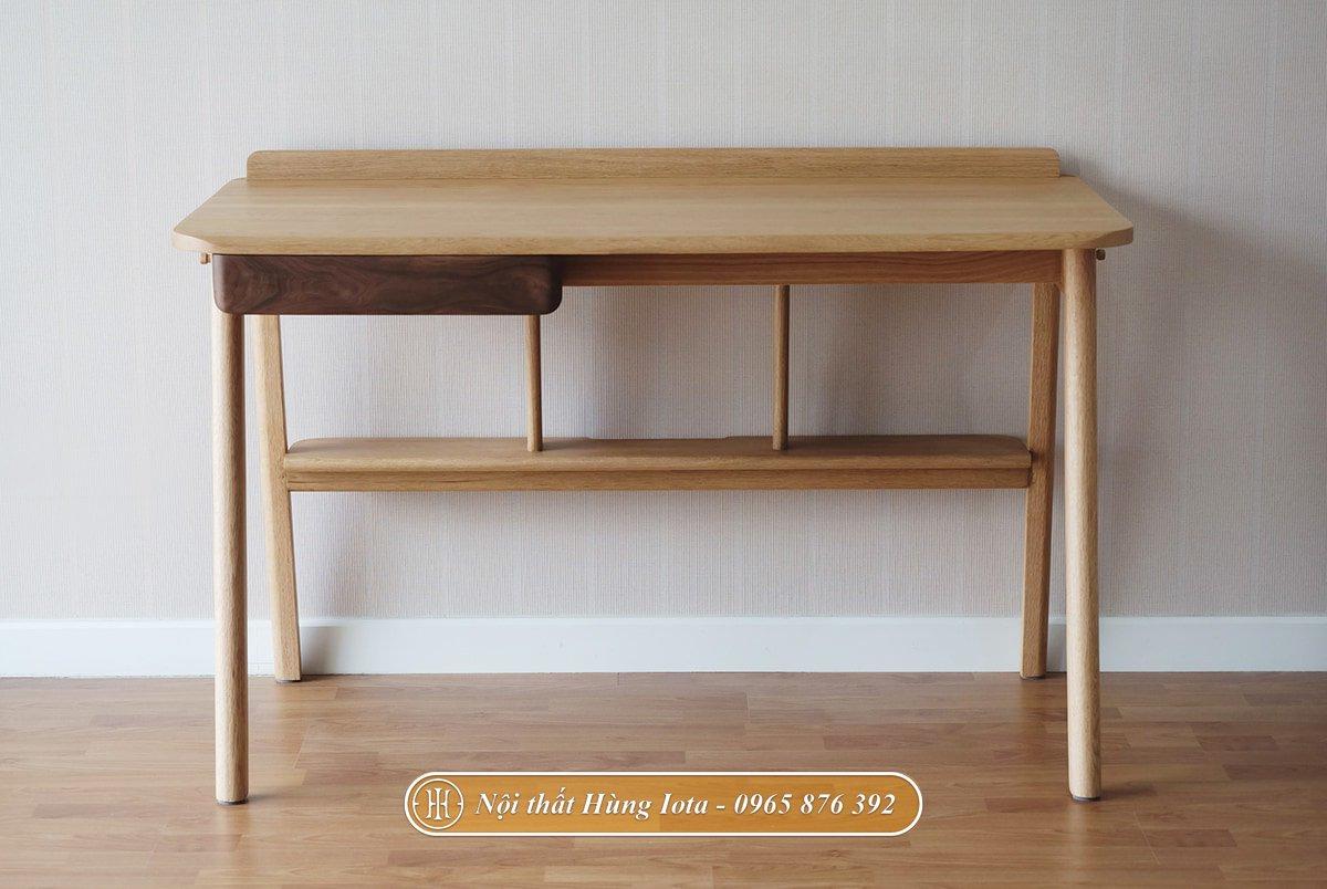 Mặt trước bàn học bằng gỗ sồi