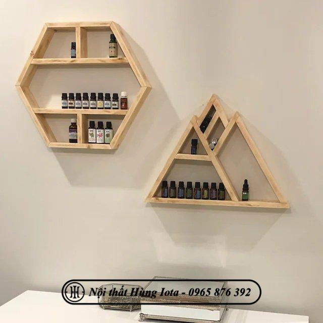 Kệ gỗ treo tường trưng bày lọ tinh dầu