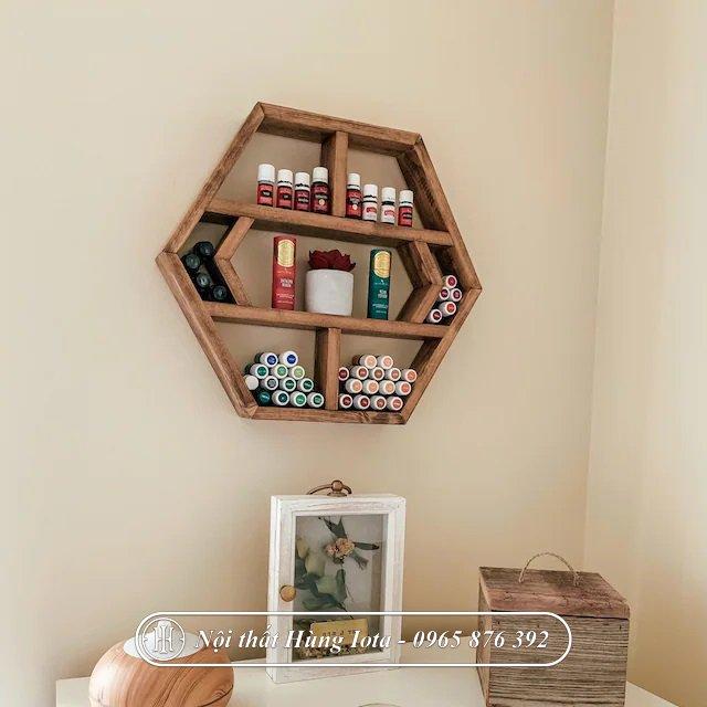 Kệ lục giác treo tường đựng mỹ phẩm spa, salon, tiệm nail