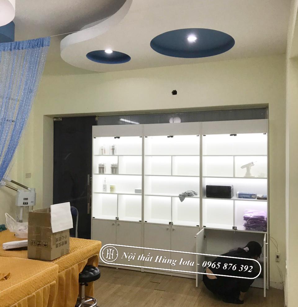 Tủ spa kính có đèn led hiện đại màu trắng