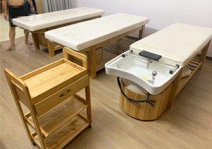 Thumb lắp đặt nội thất spa màu vàng gỗ ở Long Biên